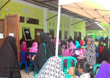 Ratusan anak mengikuti Khitanan Massal yang digelar Islamic Center Mu'adz Bin Jabal (Divisi Muslimah)